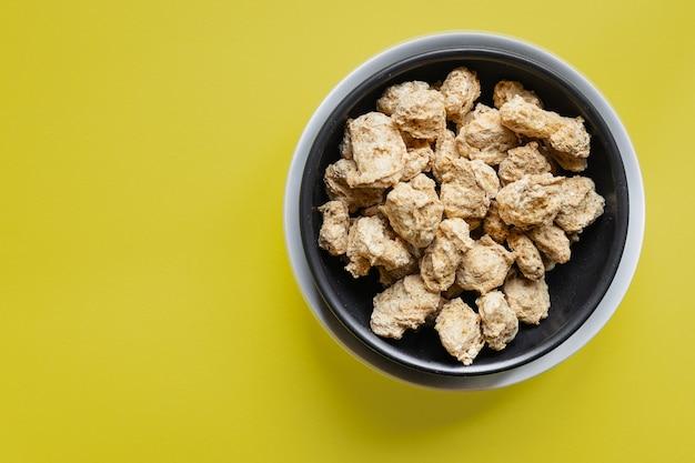 Seitan soja fleisch rohe stücke bereit, snack vegan oder vegetarisch zu kochen