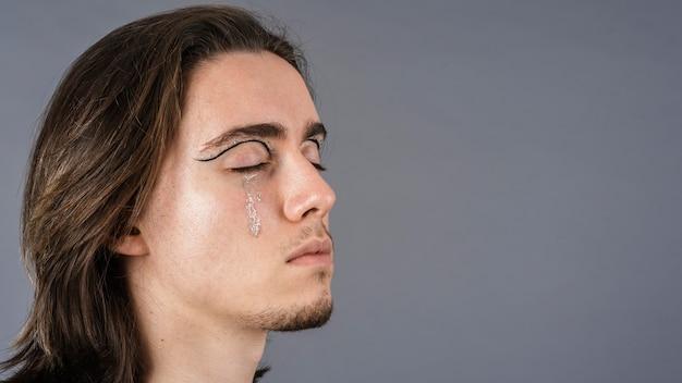 Seite des menschen mit make-up und kopierraum
