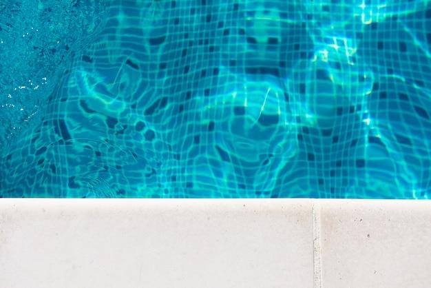 Seite des pools