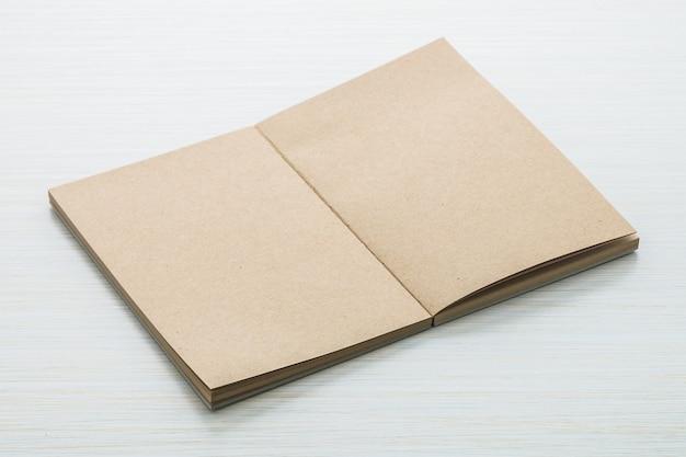 Seite mock offenes papiergeschäft