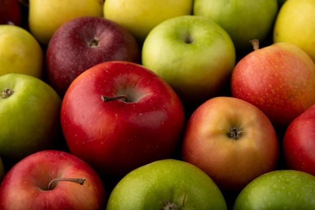 Seitenansicht apfelmischung grüne gelbe und rote äpfel