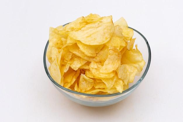 Seitenansicht chips in glasschale horizontal