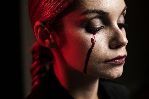 Seitenansicht der frau mit make-up