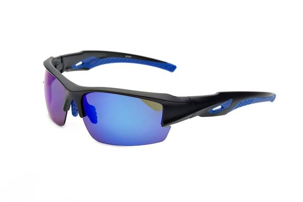 Seitenansicht der sport-sonnenbrille auf weißem hintergrund