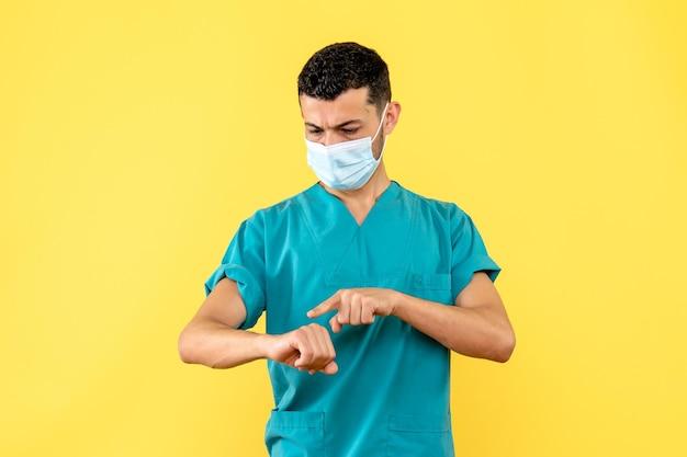 Seitenansicht eines arztes in maske zeigt auf die rechte hand