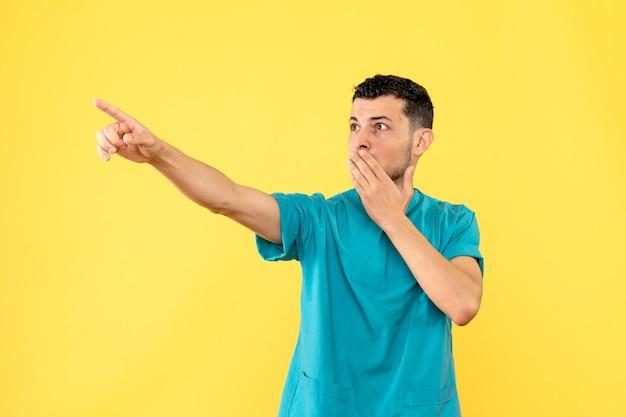 Seitenansicht eines spezialisten der arzt kennt ein neues symptom des coronavirus