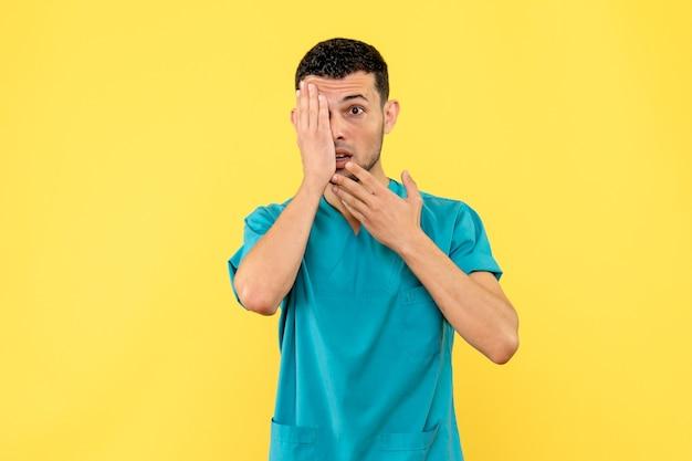 Seitenansicht eines spezialisten der arzt weiß, was zu tun ist, wenn ihr auge schmerzt