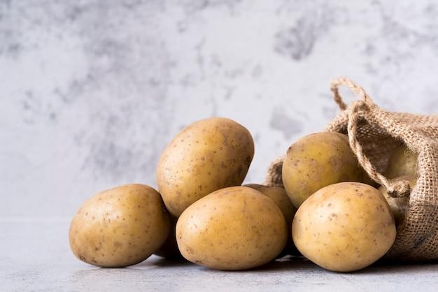Seitenansicht kartoffeln im stoffbeutel
