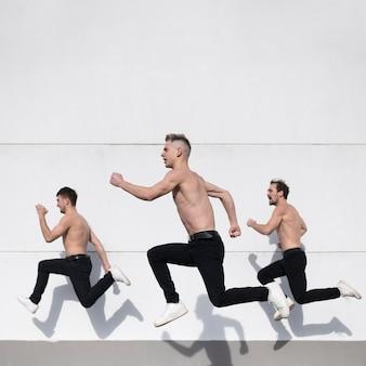 Seitenansicht von hemdlosen hip-hop-darstellern, die beim tanzen aufwerfen