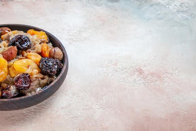 Seitlicher nahaufnahmepilaf ein appetitlicher pilaw mit kastanien