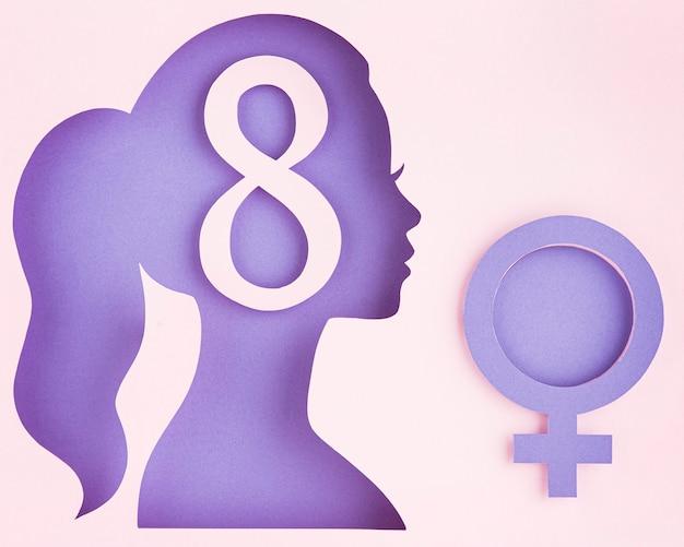 Seitwärts weibliche papierfigur und weibliches symbol