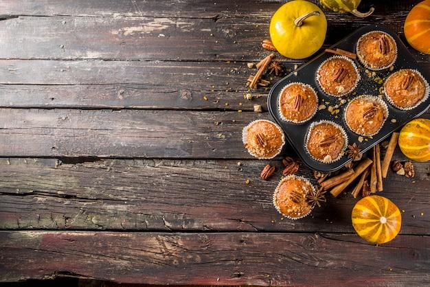 Selbst gemachte herbst-kürbis-muffins