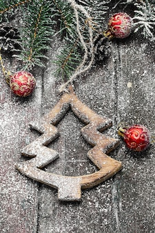 Selbst gemachte hölzerne weihnachtsverzierungen