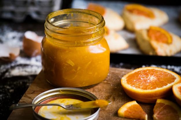 Selbst gemachte orangenmarmeladennahrungsmittelphotographie-rezeptidee