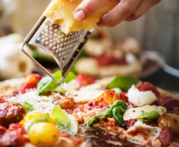Selbst gemachte pizzalebensmittelphotographierezeptidee