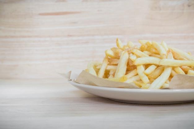 Selbst gemachte pommes-frites-kartoffeln