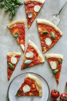 Selbst gemachte veganer margherita-pizza-lebensmittelphotographie