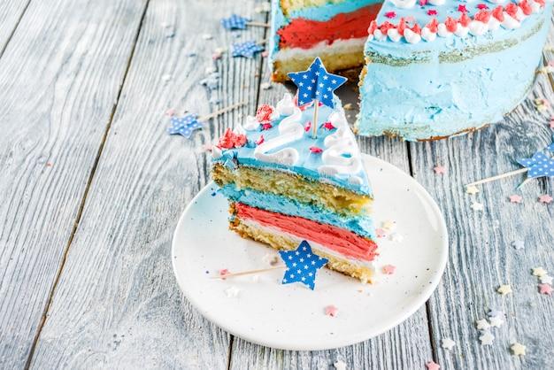 Selbst gemachter amerikanischer unabhängigkeitstagkuchen