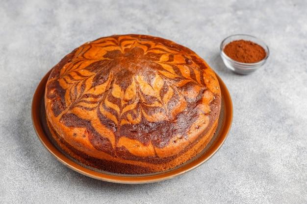 Selbst gemachter köstlicher zebramarmorkuchen.