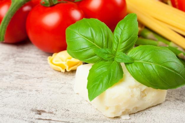 Selbst gemachter roher italienischer tortellini