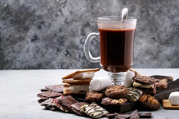 Selbst gemachtes heißes schokoladengetränk