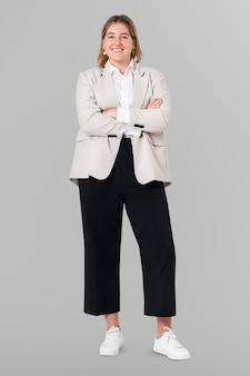 Selbstbewusstes ganzkörperporträt einer europäischen geschäftsfrau für job- und karrierekampagne