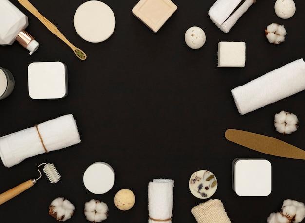 Selbstpflege in quarantäne und selbstisolation. spa und sauberkeit zusammensetzung. home beauty essentials.