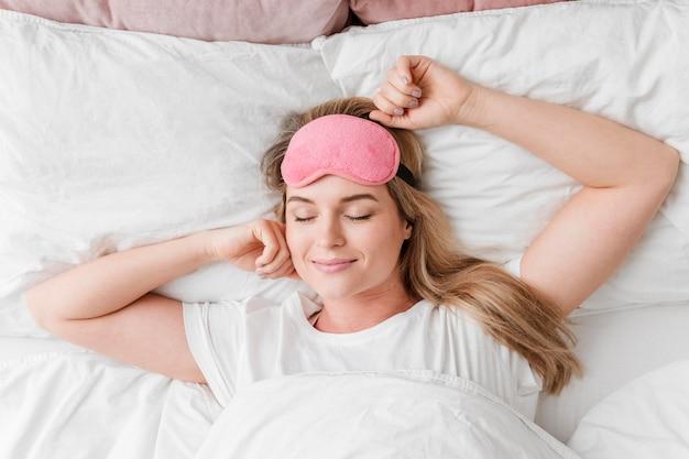 Selbstpflege schönheit schlafen flach liegen