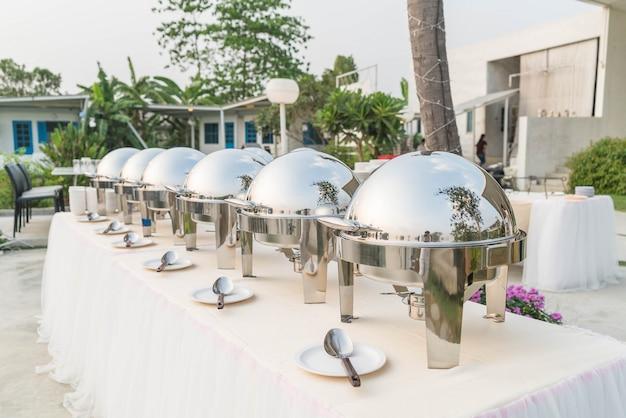 Selektiver fokuspunkt auf catering-buffet essen