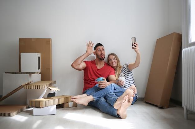 Selfie in einem neuen zuhause