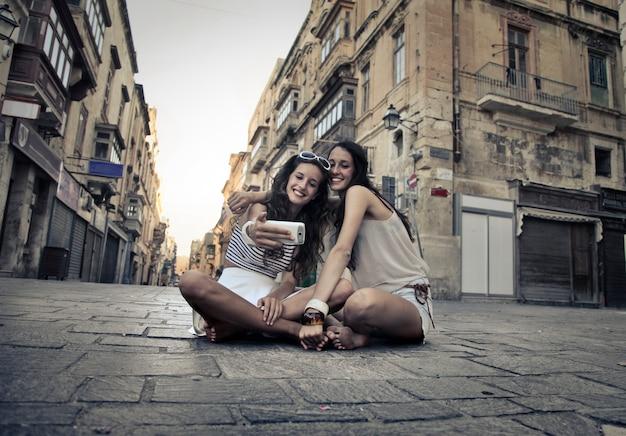 Selfie mit einem freund im urlaub