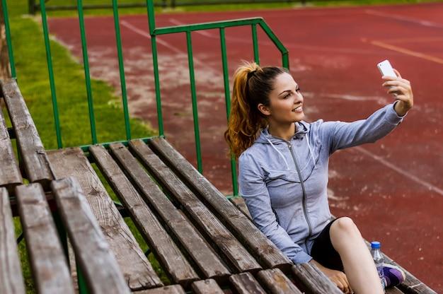 Selfie nach dem training im freien nehmen