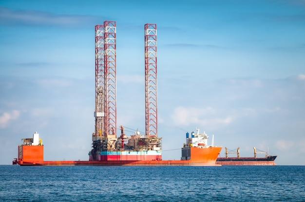Semi-tauchfähiges ölplattformschiff