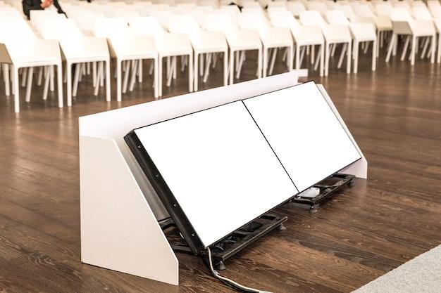 Seminar, konferenzsaal kleine leere displays