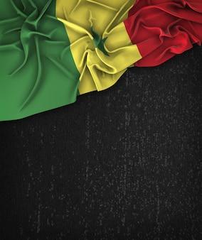 Senegal-flaggen-flagge weinlese auf einer grunge-schwarzen tafel mit raum für text