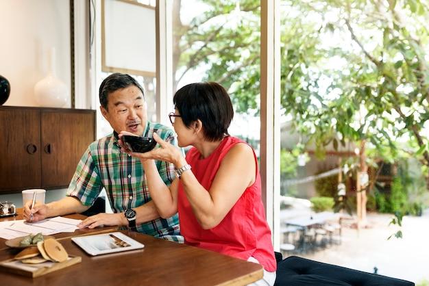 Asiatische Datierung kostenlose Website Solo Warteschlangenlol