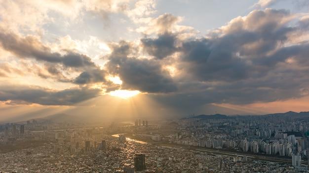 Seoul city bei sonnenuntergang und han river südkorea
