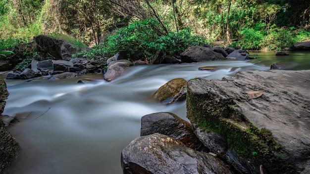 Serene creek wasserfall