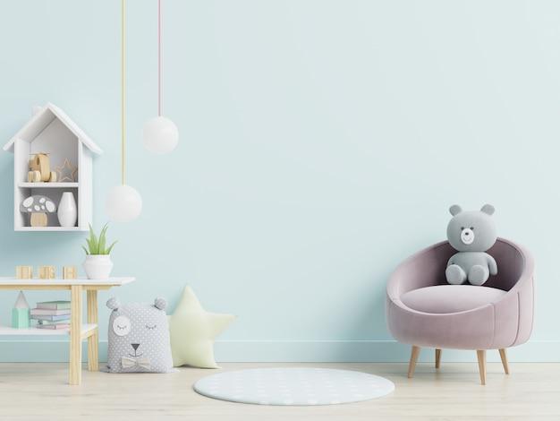 Sessel und spielzeug im kinderzimmer