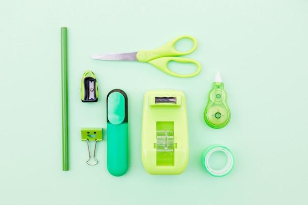 Set aus grünem briefpapier