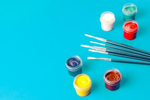 Set bunte accessoires zum malen und zeichnen.