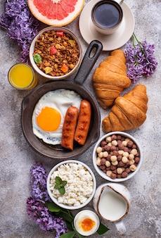 Set des verschiedenen gesunden frühstücks