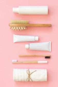 Set eco kosmetikprodukte und -hilfsmittel für dusche oder bad