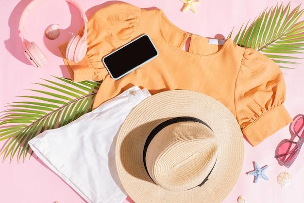 Set eines strandoutfits für mädchen im sommer