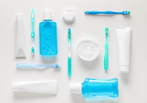 Set für zahnhygiene auf grau