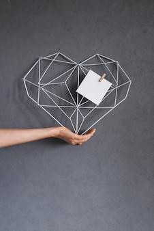 Set geschenkboxen in pastelltönen mit zarten blumen. weibliches grußkartenkonzept. geschenk zum muttertag und zum internationalen frauentag