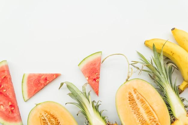 Set geschnittene tropische früchte