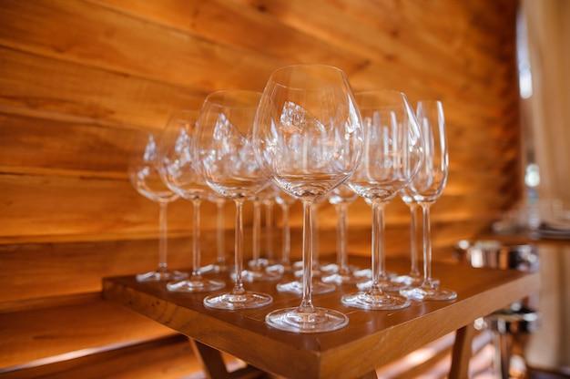 Set gewaschene gläser für alkoholisches getränk