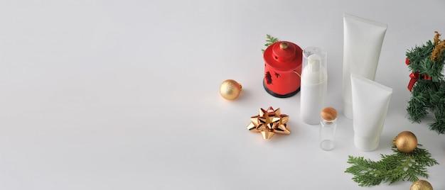 Set kosmetische produkte auf weißem hintergrund. kosmetische paketsammlung.