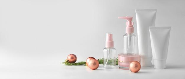 Set kosmetische produkte auf weißem hintergrund. mock-up-sammlung für kosmetikpakete.